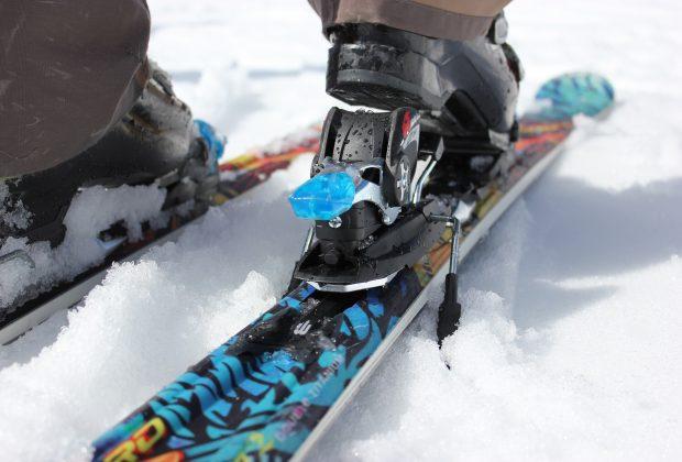 Co wziąć pod uwagę wybierając szkołę jazdy na nartach